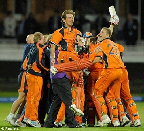 Cricket: Bintangs vs 1000Rovers